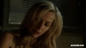 Gillian Anderson in september - S02E02