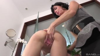 Veronica Avluv allow blond chicken Cece Capella have her pussy