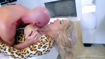 alyssa lynn is a busty cougar and she's trying to find a big fresh joystick