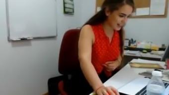 Realistic Blowjob in the workplace ( Almost Trapped ) Kurva Pusi na Poslu
