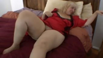 Auntie Rosa rubs her excess weight clit