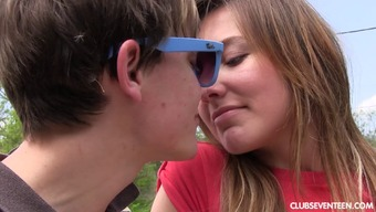 Sexy teenager gets creampied after the hardcore bumping outdoors
