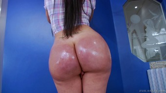 Independently shemale along with a major ass stroking her cock and exhibiting her shapes