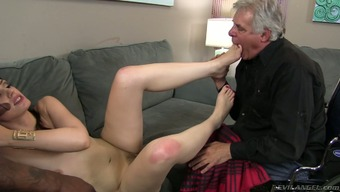 Reasonably blond hoe Sarah Shevon chop on top of her cuckold spouse
