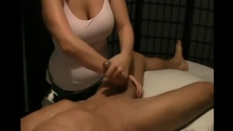 Yann se fait masser la chew