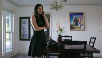 Attractive MILF India Summer months do not like the temptation to actually conquer her GF's pussy