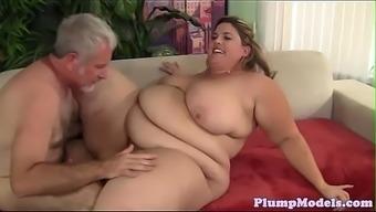 Tittyfucking SSBBW burst on all fours