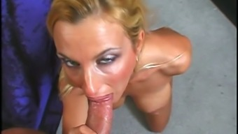 Extraordinary milf blondie loves oral sex along with a flavour of luke-warm cum