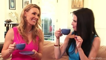 Tanya Tate and Veronica Avluv join a perverted lesbian and get a intercourse animals