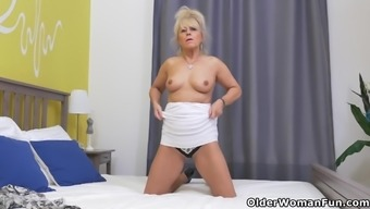 Eur gilf Koko pieces off and reveals herself