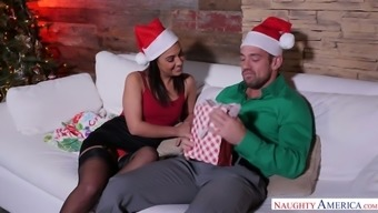 Keen Caucasian elegance Amara Romani teases her Man along with a good BJ on Xmas