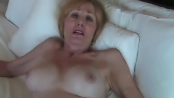 Fun With the use of Newbie GILF On your bed