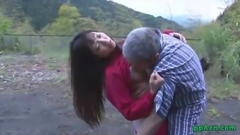 Far eastern Date Getting Her Pussy Licked And Fucked By Old Adult man Sperm To really Ass Outside At