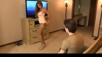 Suntanned MOTHER Obtains Teenager JERKING Going to HER Online video media & BANGS H