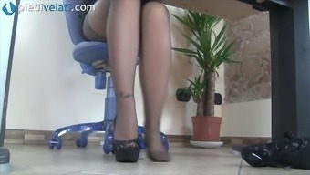 While in the workplace this kinky girl reveal her pretty feet