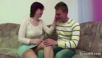 Step-Mom Seduce Youthful Dude to effectively Fuck Once Dad is away