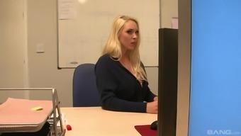 Seductive blonde Victoria Summers take pleasure in her partner's schlong