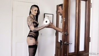 Heated delightful elegance Leigh Raven entices stud to obtain quite sticky baby making