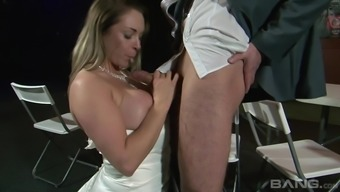 Lively bride Victoria The hot season taking pleasure in a boner with her knees