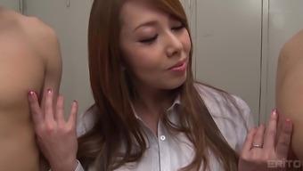 Bosomy Yumi Kazama gets her knee joints soiled to taste two wieners