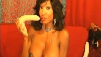 Big tits Ebony Damsel Toying her Pussy HD