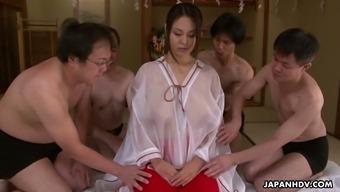 Big tits Japanese people op welke manier Airi Ujui has a range of dudes simultaneously
