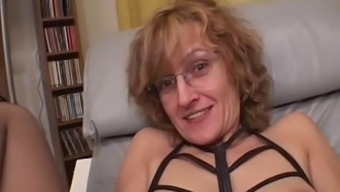 Amateur Mum gives blowjob by using cumshot in mouth