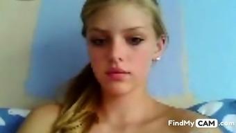 Little blonde cutie show flashes on cam