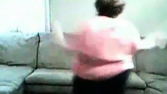 BBW dances for cam