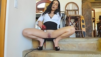 Solo mature model Tia spreads her long legs to play with her cunt