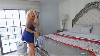 London Rose, A Room With A Cock