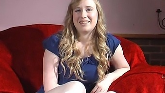 Blonde amateur Satine Spark takes off her shorts and plays on the sofa