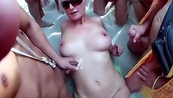 Granny Monika Ist Hemmungslos Mit Strangers
