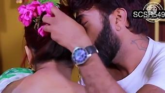 Hot and juicy desi bhabhi fucked by bf
