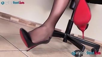 Sexy Secretary Wears Rht Glossy Pantyhose To Tease With Her Feet