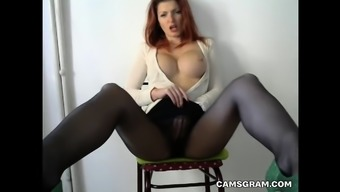 Sexy Brunette Contributes With the Sweet Pussy