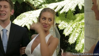 Nicole Aniston hack with her fiance with the wedding ceremony