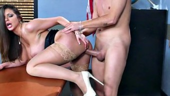 Brazzers Sexy milf Shoreditch Chase illustrates her pupil