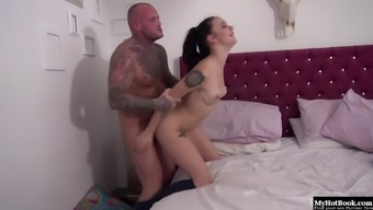 Alessa Vicious loves getting up to her man stopped from her bed.