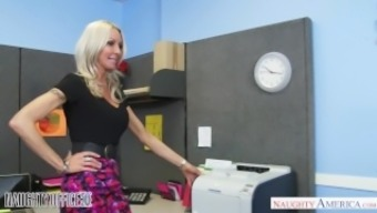 MILF Emma Starr seduces her coworker - Naughty Office - Kinky Usa